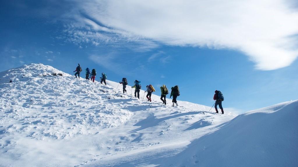 firmatur med topptur på fjellet