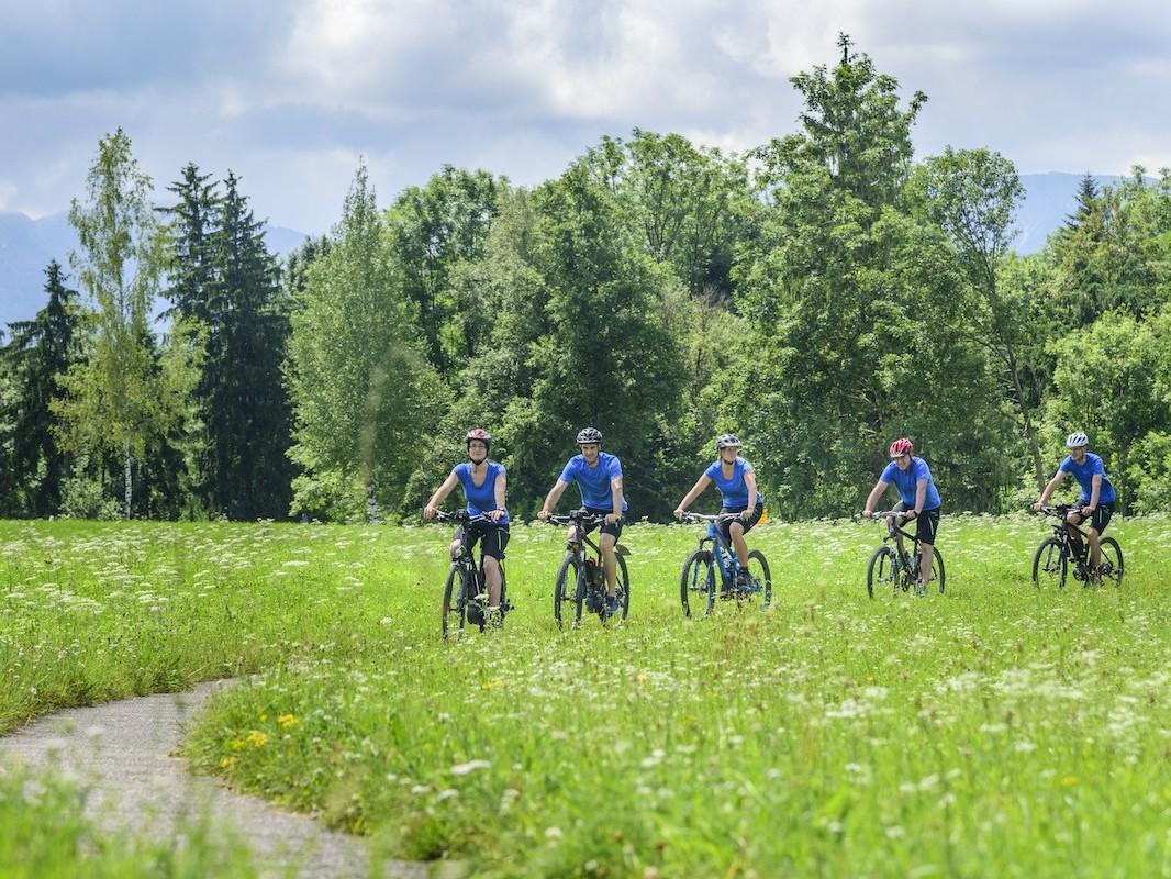 gruppe på sykkeltur i Trøndelag