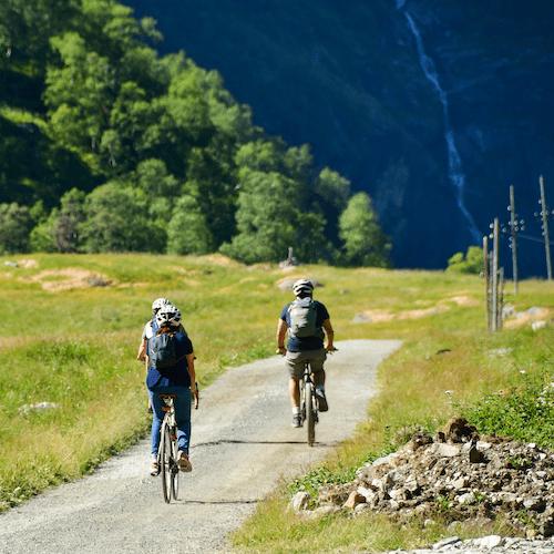 gruppetur på sykkel rallaren