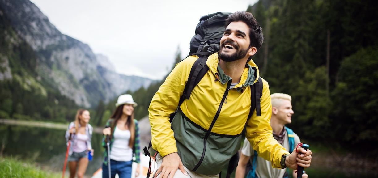 gruppe på tur som nyter naturen reiseblogg